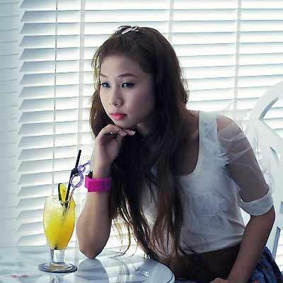 Meet beautiful single Filipina women online